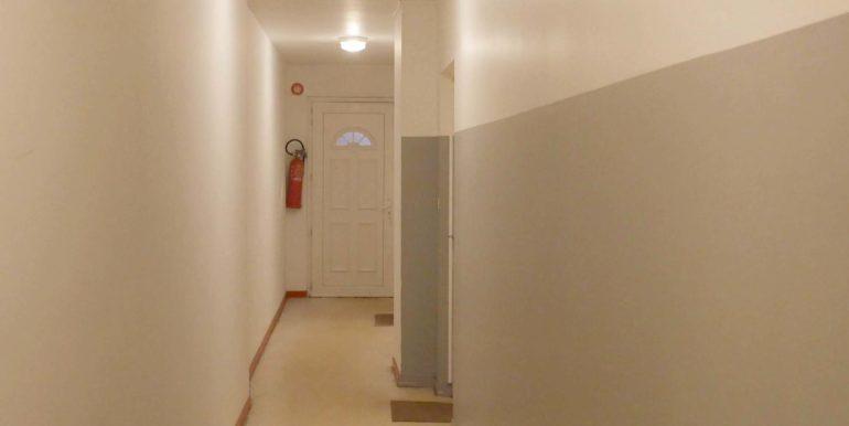 img src=couloir-t2-mericourt-lecou-immobilier.jpeg alt=vue-couloir-t2-mericourt-a-louer-lecou-immobilier