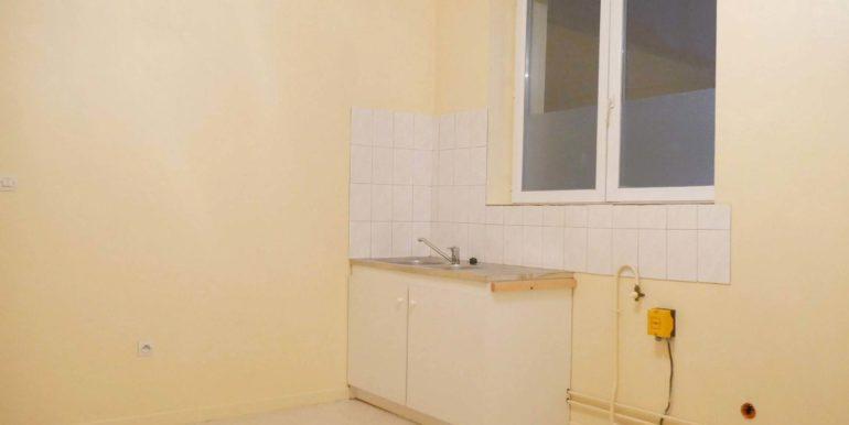 img src=cuisine-t2-mericourt-lecou-immobilier.jpeg alt=vue-2-cuisine-t2-mericourt-a-louer-lecou-immobilier