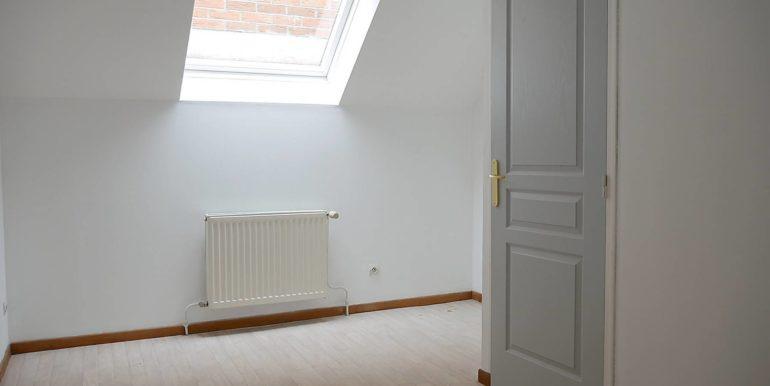 img src=chambre-1-appartement-t3.jpeg alt=vue-5-chambre-1-appartement-t3-lecou-immobilier