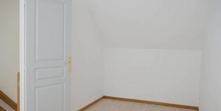img src=chambre-1-appartement-t3.jpeg alt=vue-chambre-1-appartement-t3-lecou-immobilier