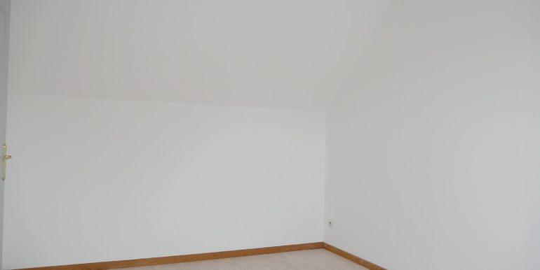 img src=chambre-2-appartement-t3.jpeg alt=vue-chambre-2-appartement-t3-lecou-immobilier