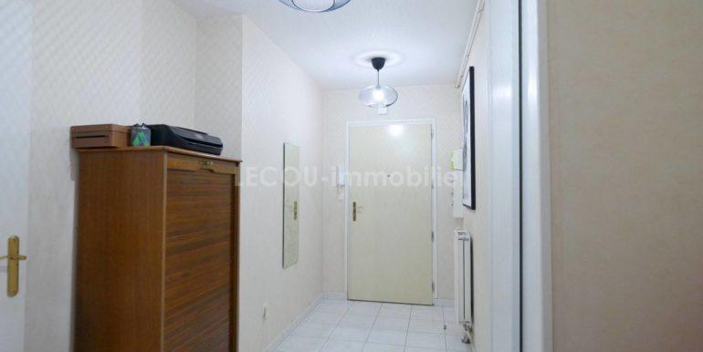 image d'entrée appartement 3 pièces P1090774